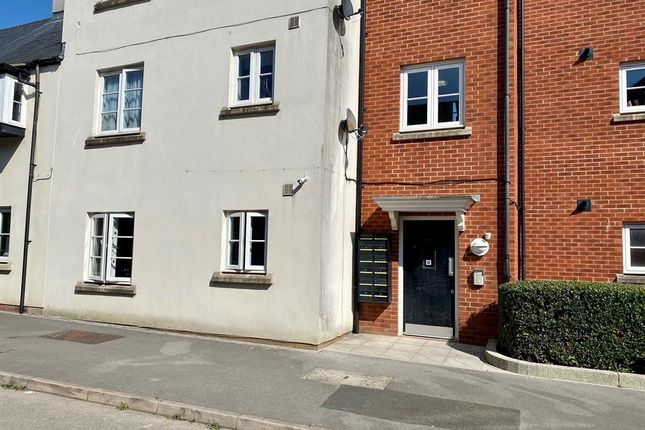 Thumbnail Flat for sale in Victoria Close, Dursley