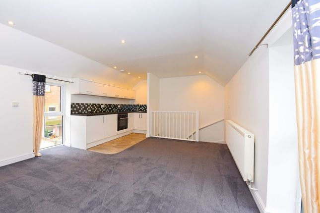 Thumbnail Maisonette to rent in Lynchford Road, Farnborough