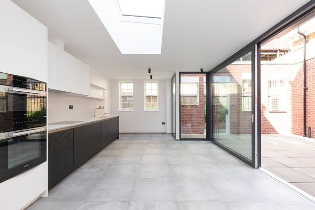 3 bed town house to rent in Offord Road, London N1