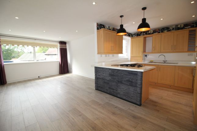 2 bed flat to rent in Umberslade Road, Earlswood, Solihull B94