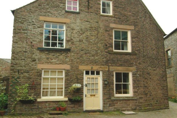 3 bed semi-detached house to rent in High Street, Buxton SK17