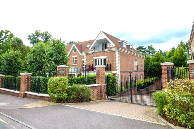 2 bed flat for sale in Cross Road, Ascot, Berkshire