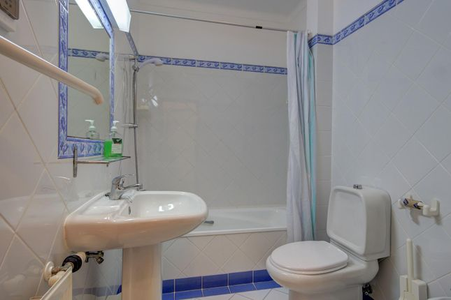 En-Suite Bathroom 3
