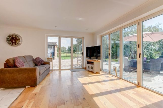 Family Room of Dogbut Lane, Astwood Bank, Redditch B96