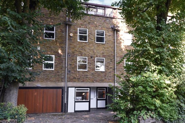 Thumbnail Town house for sale in Southwood Lane, Highgate, London