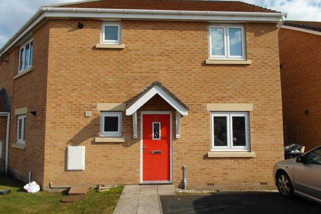 Thumbnail Flat to rent in Kingham Close, Moreton, Wirral