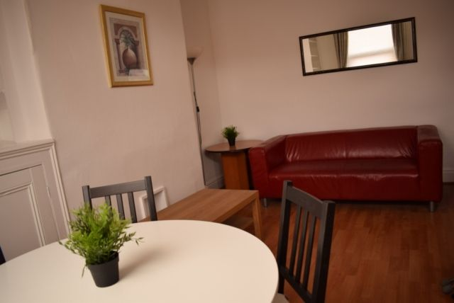 Thumbnail Property to rent in Wetherby Place, Burley, Leeds