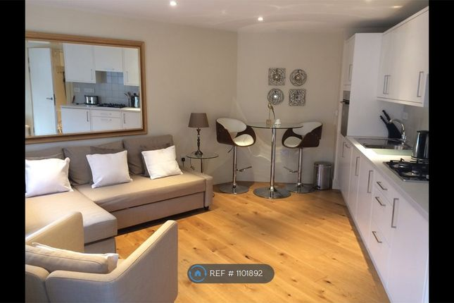 1 bed flat to rent in Exmouth Market, London EC1R