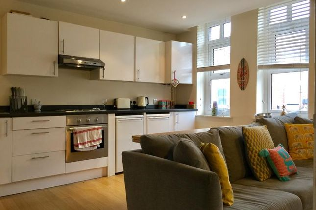 1 bed flat to rent in Ashley Road, Walton On Thames, Surrey KT12