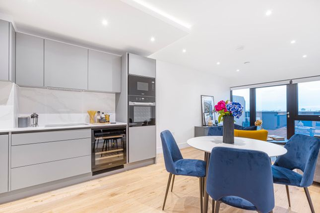 Thumbnail Flat to rent in New Horizons Court, London