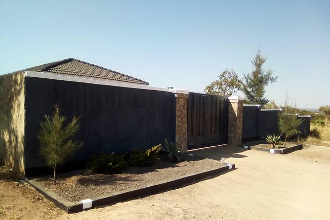 Thumbnail Detached house for sale in Crowhill Views, Harare, Zimbabwe