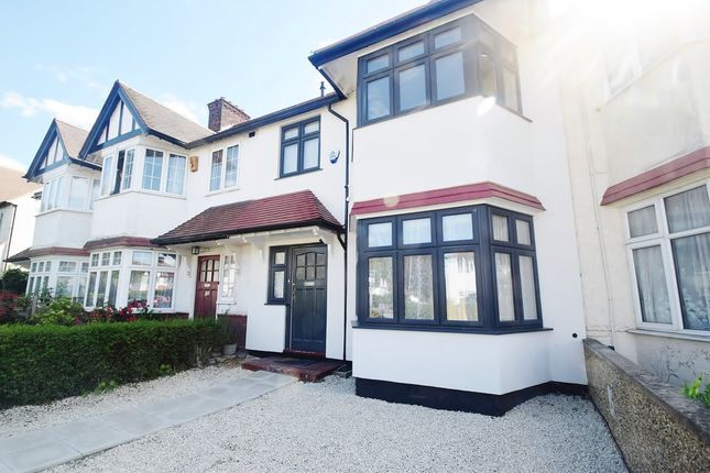 4 bed property to rent in Hervey Close, London N3