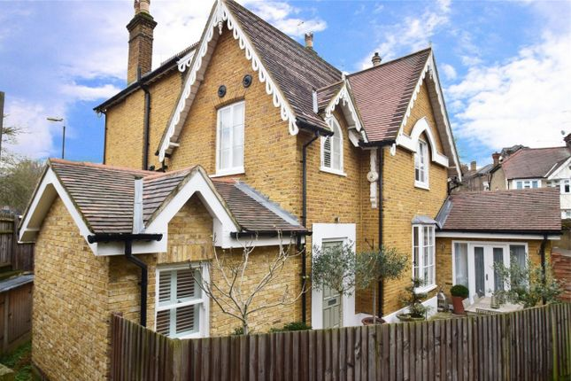 2 bed flat for sale in St Margarets Road, St Margarets, Twickenham
