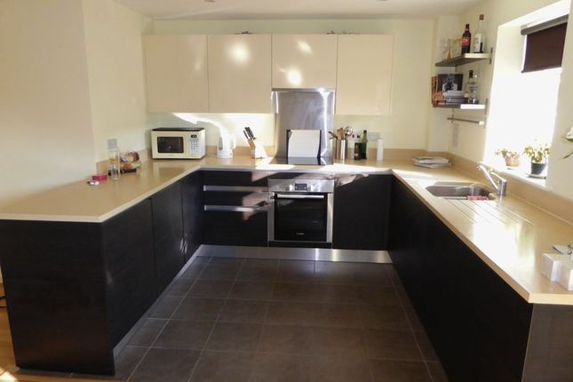 Maisonette to rent in Woodbine Close, Twickenham