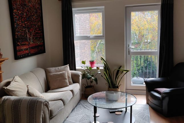 1 bed flat to rent in Morecambe Close, Beaumont Square, London E1