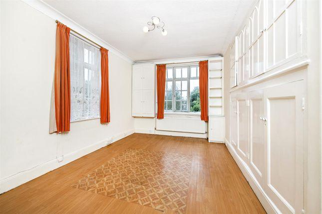 Thumbnail Flat for sale in Netherhall Gardens, London