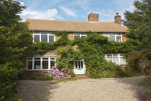 Thumbnail Detached house to rent in Roberts Lane, Chalfont St. Peter, Gerrards Cross