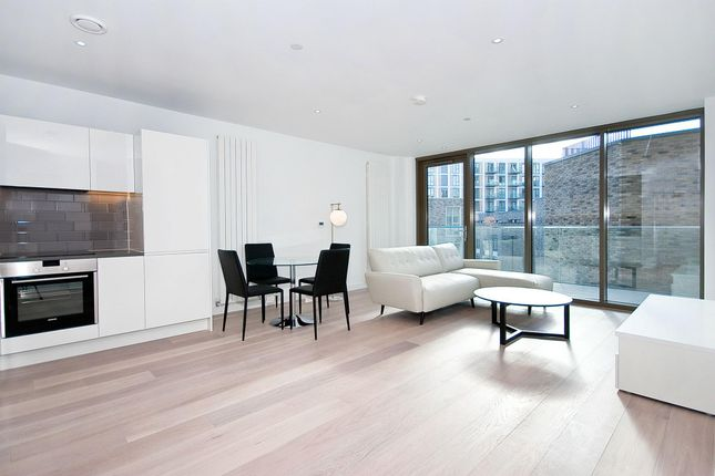 Thumbnail Flat to rent in Commodore House, London