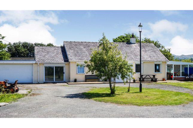Thumbnail Detached bungalow for sale in Dinas Dinlle, Caernarfon
