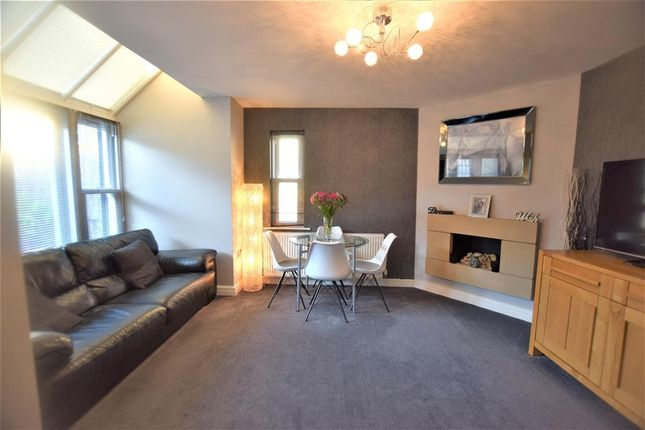 Family Room of Pike Close, Hayfield, High Peak SK22