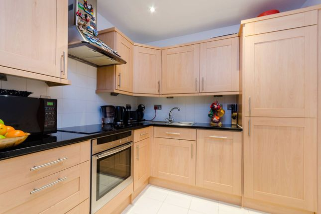 2 bed flat for sale in London Road, Kingston