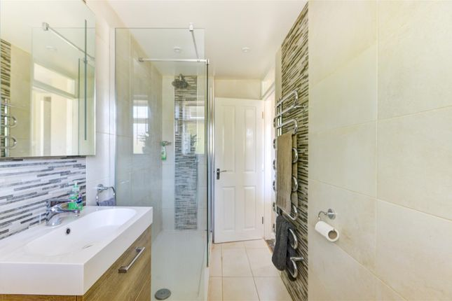 Bathroom of Fonthill Road, Hove BN3