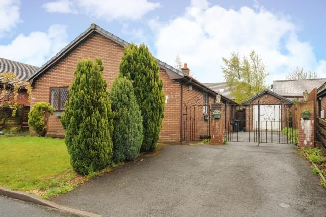 Thumbnail Detached bungalow for sale in Crabtree Green, Llandrindod Wells, Powys