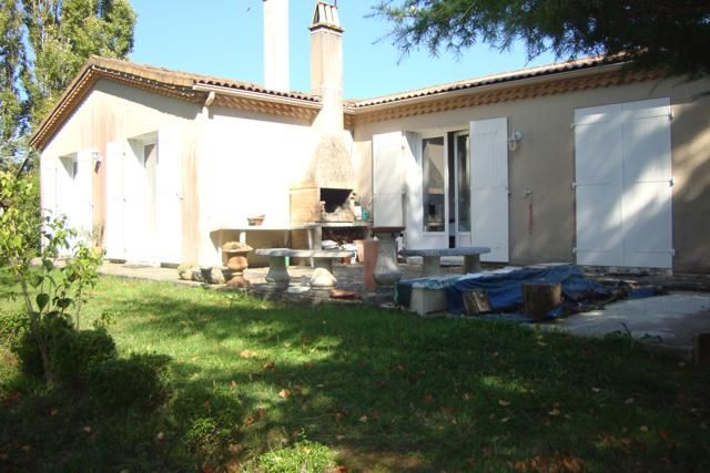 3 bed detached bungalow for sale in Montguyon, Jonzac, Charente-Maritime, Poitou-Charentes, France
