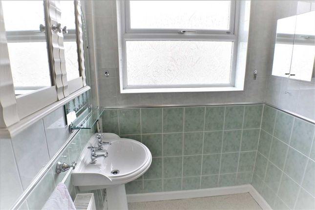 Bathroom of Penygraig Road, Penygraig, Tonypandy CF40