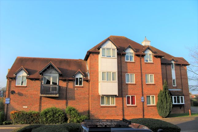 Thumbnail Flat to rent in Summerfields, Ingatestone, Essex