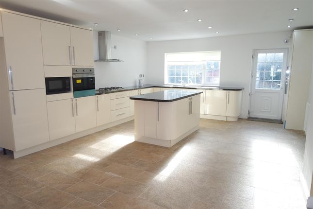 Thumbnail Property for sale in Henley Crescent, Solihull