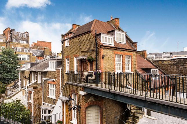 Thumbnail Mews house for sale in Kensington Court Mews, London
