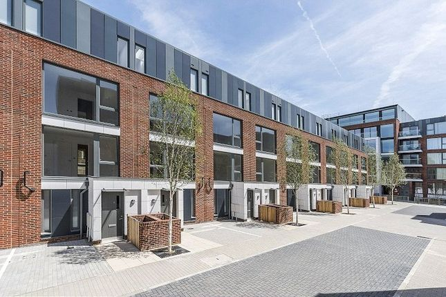 Thumbnail Mews house for sale in Clapham Road, London