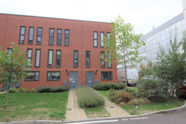 Thumbnail Town house to rent in Penn Way, Welwyn Garden City