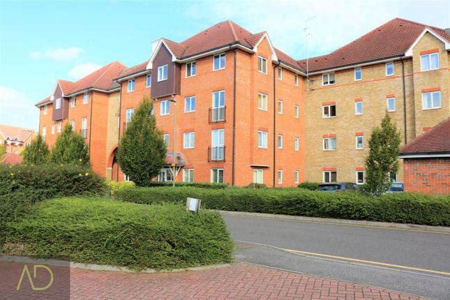 Thumbnail Flat for sale in Sommers Court, Ware