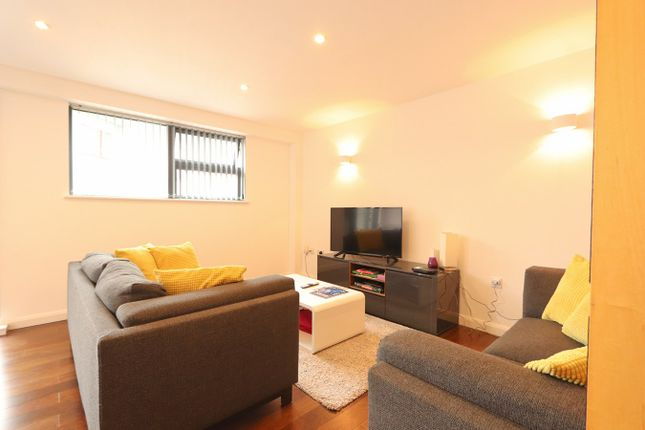 Thumbnail Flat to rent in Deanery Road, Bristol