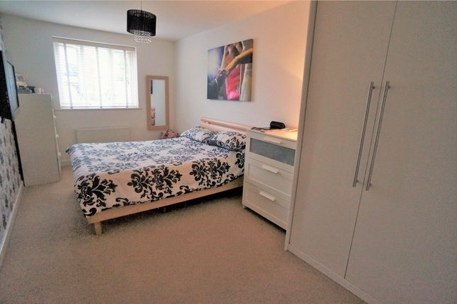 Thumbnail Flat for sale in Ward View, Chatham, Kent