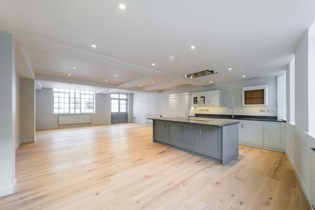 Thumbnail Flat to rent in Eyre Street Hill, Clerkenwell, London
