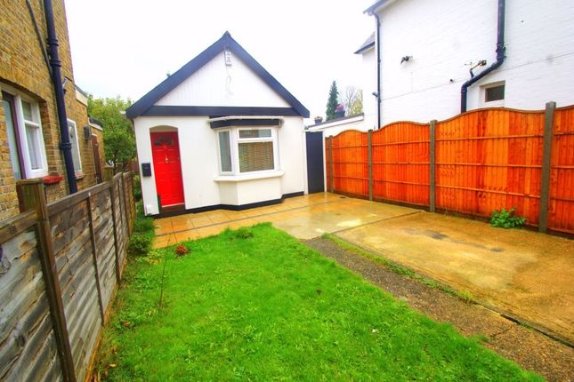 3 bed detached bungalow to rent in Meadfield Road, Langley, Berkshire SL3