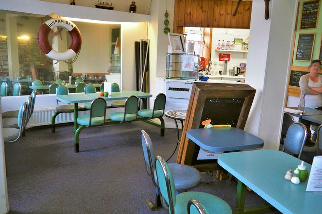 Thumbnail Restaurant/cafe for sale in Cafe & Sandwich Bars YO12, North Yorkshire