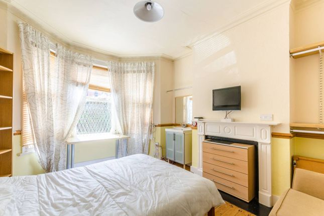 Thumbnail Property to rent in Chesterfield Gardens, Finsbury Park, London