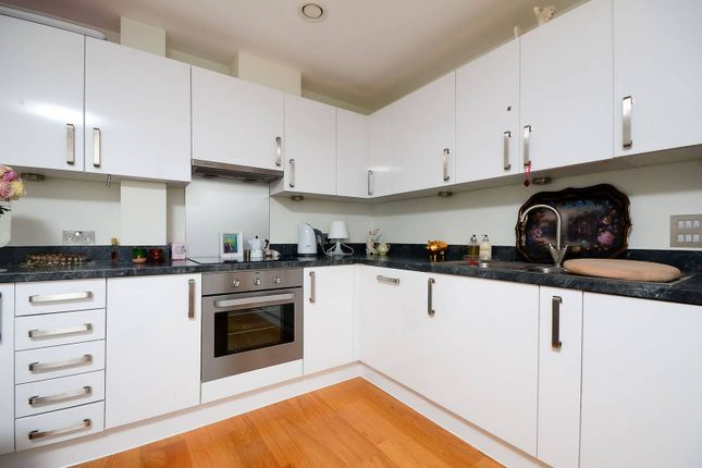 Flat to rent in Goswell Road, Angel, London