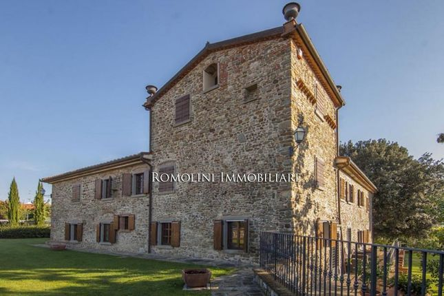 7 bed country house for sale in Capolona, Tuscany, Italy