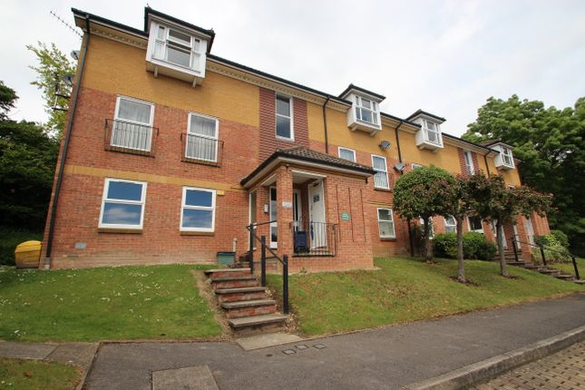 Thumbnail Flat for sale in Lower Furney Close, High Wycombe