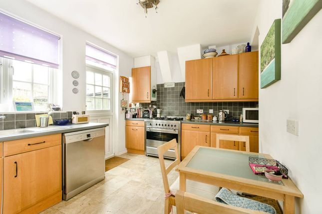Thumbnail Property to rent in Longstaff Crescent, Southfields