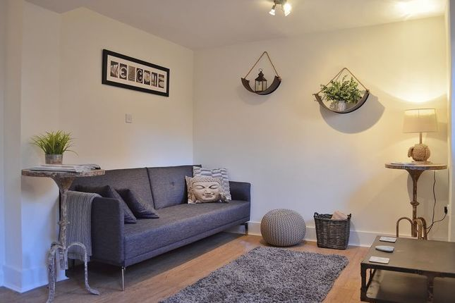 Thumbnail Flat to rent in Cross Street, Oxford