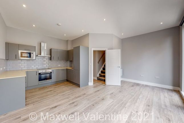 Thumbnail Flat to rent in Stunning Two Bedroom Flat, Avenir Heights, Station Approach, Coulsdon