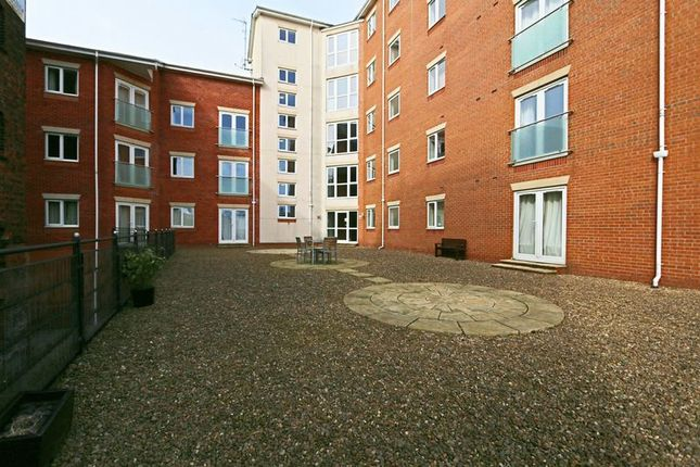 Thumbnail Flat for sale in Wincolmlee, Hull