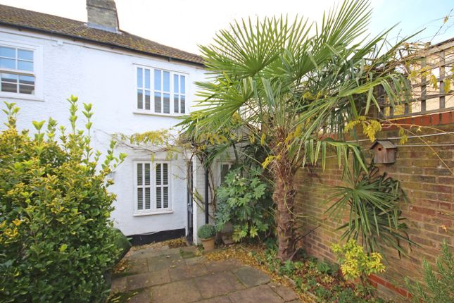Thumbnail Cottage to rent in Watsons Walk, St Albans