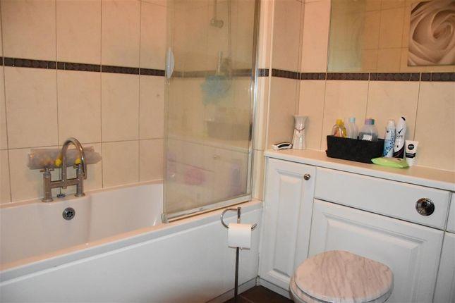 Bathroom of Perries Mead, Folkestone CT19